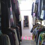В самарском благотворительном магазине можно найти одежду на любой вкус.