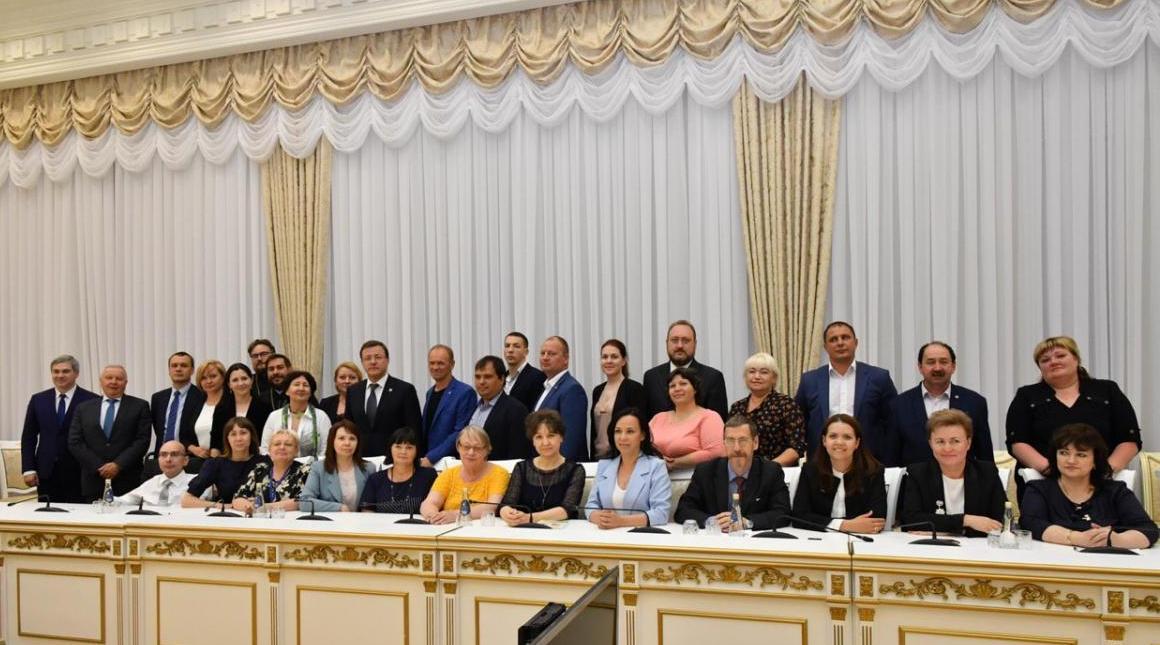 Губернатор Самарской области встретился с получателями Президентских грантов