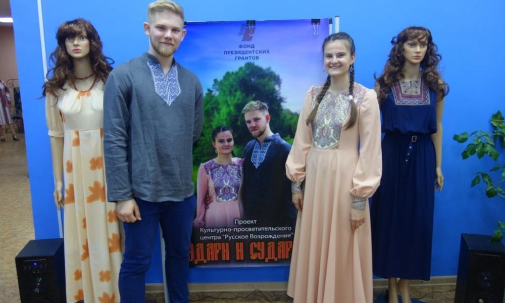 Показ коллекции одежды в русском стиле, пгт.Безенчук Самарской области, 5 июня 2021