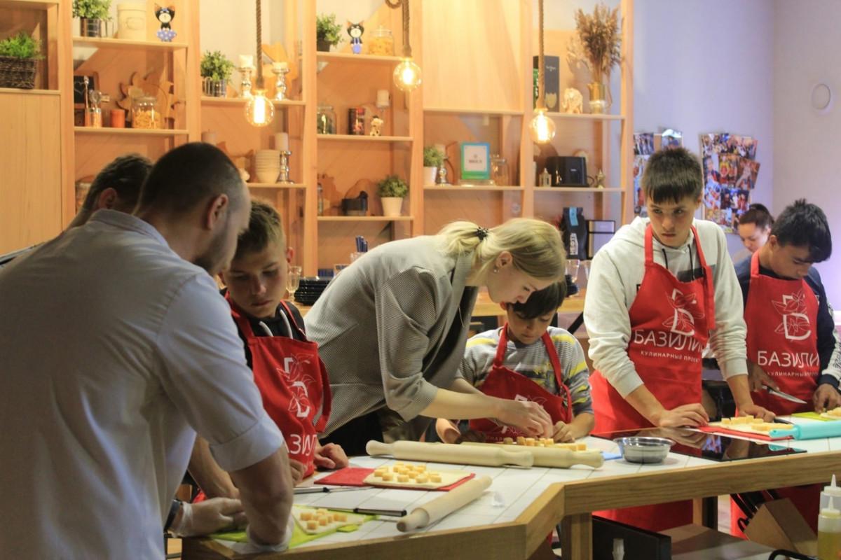 В Йошкар-Оле для ребят из детского дома прошёл кулинарный мастер-класс